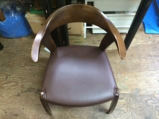 ダイニング椅子(イス)の座面張り替え施工を行いました。