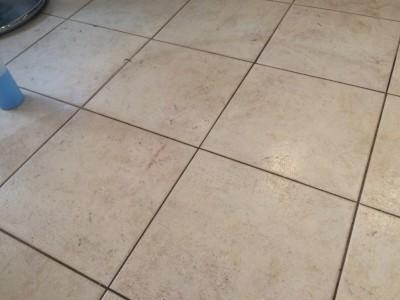 ホテル内レストランタイル床の錆除去