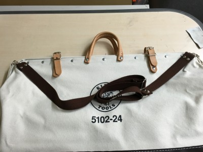 アウトドアトートバッグの肩掛け造作