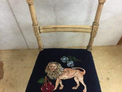 刺繍展示販売用ビンテージ椅子の座面貼り