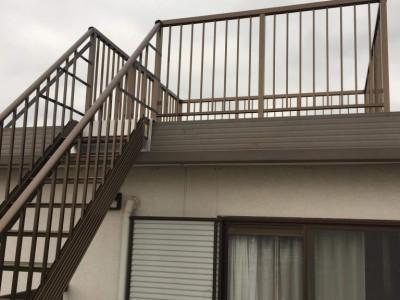 屋上バルコニーと階段設置