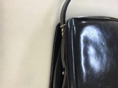 エナメルフォーマルバッグの持ち手補修