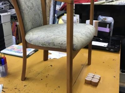 椅子の高さ調整