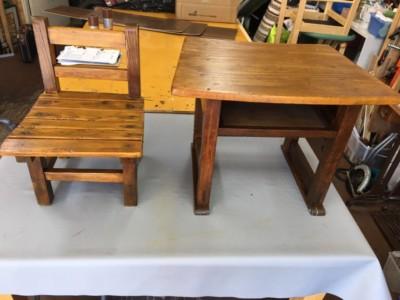 懐かしい机とお椅子